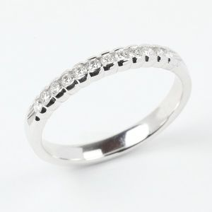 Women's 0.12 Carat Round Diamond Wedding Band